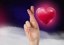 华伦泰` s手指爱夫妇和发光的心脏图表 图库摄影