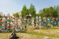 华森湖的一个五颜六色的标志森林 免版税库存图片
