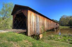 华森磨房被遮盖的桥 图库摄影