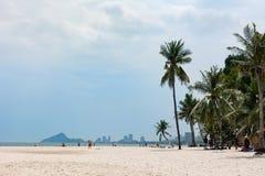 华欣,泰国- 2016年10月23日:在城市海滩的看法在dayt 免版税库存照片