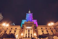 华沙、波兰- 3月, 2018入口在科学和文化宫殿的Kinoteka在市中心在晚上 库存照片