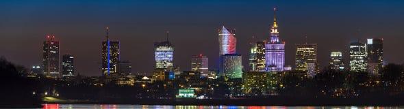 华沙地平线夜全景  免版税库存照片