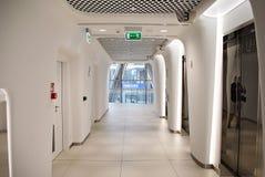 华沙尖顶 编译的现代办公室 免版税库存图片