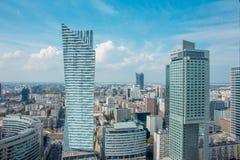 华沙市看法从劳动人民文化宫的顶端和科学在华沙,波兰 免版税库存照片