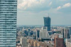 华沙市看法从劳动人民文化宫的顶端和科学在华沙,波兰 免版税库存图片