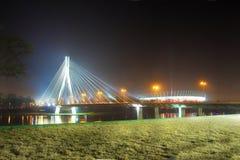 华沙桥梁和全国体育场在Vistola前面 库存照片