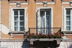 华沙波兰2014年10月与东欧和现代建筑学的市中心 库存照片
