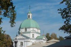 华沙波兰2014年10月与东欧和现代建筑学的市中心 免版税图库摄影