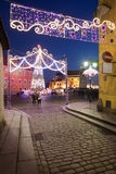 华沙老镇在圣诞节时间的夜之前 库存图片