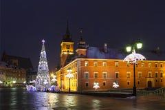 华沙,城堡正方形在圣诞节假日在晚上 库存图片