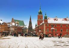 华沙,城堡正方形的游人在圣诞节 免版税图库摄影