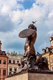 华沙,波兰- 2012年6月:美人鱼雕象 库存图片