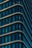 华沙,波兰- 2017年11月 与金黄大阳台的看法, Zlota 44摩天大楼,华沙耸立,洲际的旅馆,华沙菲娜 免版税库存照片