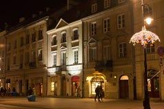 华沙,波兰- 2016年1月02日:克拉科夫郊区st的夜视图在华沙 免版税库存图片