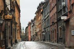 华沙,波兰- 2012年5月12日:历史大厦的看法在华沙首都的老部分和波兰大城市 免版税库存图片
