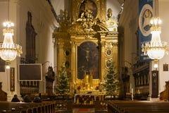 华沙,波兰- 2016年1月02日:圣洁十字架XV-XVI分的罗马天主教堂的内部 库存照片