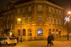 华沙,波兰- 2016年1月01日:在Mostowa街上的老历史大厦在华沙在晚上 库存图片