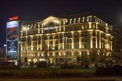 华沙,波兰- 2016年1月02日:旅馆博洛尼亚宫殿夜视图  库存图片