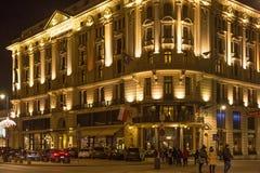 华沙,波兰- 2016年1月02日:旅馆布里斯托尔的夜视图在华沙 库存照片