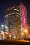 华沙,波兰- 2016年1月01日:scyscrapers的夜视图在华沙的市中心 免版税库存照片