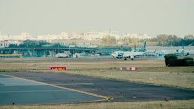 华沙,波兰- 2018年6月15日 抽签波兰航空公司SP-LWB波音737-89P飞机着陆 库存照片