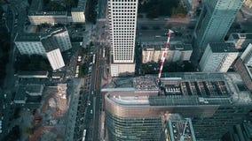 华沙,波兰- 2018年6月27日 街市回旋曲1现代办公楼鸟瞰图  股票视频
