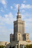 华沙,波兰 文化和科学宫殿以天空为背景 库存图片