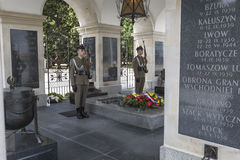 华沙,波兰- 7月, 08 :无名英雄墓 图库摄影