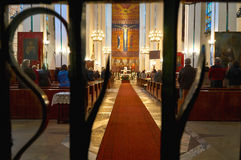 华沙,波兰- 2016年4月14日:在圣特雷瑟天主教教区的大量孩子耶稣 免版税库存照片