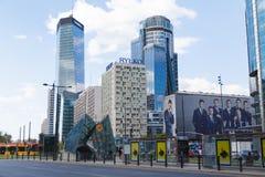 华沙,波兰- 2016年5月07日:现代商业区的看法有摩天大楼和城市基础设施的 免版税库存照片
