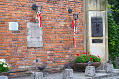 华沙,波兰 纪念品的片段对死者的在1944年1月28日的华沙反叛期间 免版税库存图片