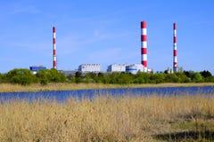 华沙,波兰- Siekierki力量和热厂在Czerniakow qu 库存照片