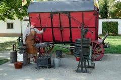 华沙, POLAND/EUROPE - 9月17日:老reconst的铁匠 免版税库存照片