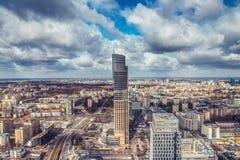 华沙/波兰- 03 16 2017年:在高摩天大楼的全景 免版税图库摄影