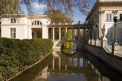 华沙 Lazienk (巴恩)皇家同水准 水的宫殿 免版税库存图片