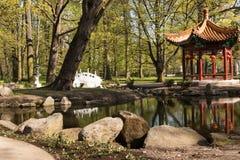 华沙 Lazienki (巴恩)皇家公园 北京庭院宫殿夏天 免版税库存图片