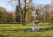 华沙 Lazienki (巴恩)皇家公园 雕塑黎明 库存图片