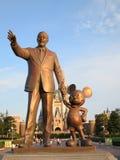 华特・迪斯尼和米老鼠 免版税库存照片