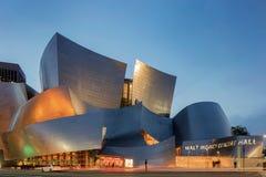 华特・迪士尼音乐厅洛杉矶Califo微明外部  免版税库存照片