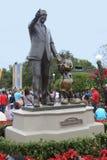 华特・迪士尼&米老鼠雕象 库存照片