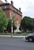 从华盛顿哥伦比亚特区美国的Hindus Wellcome Godness Saraswati雕象 免版税库存照片