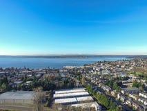 华盛顿湖鸟瞰图  柯克兰住宅区  免版税图库摄影