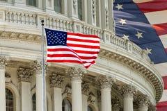 华盛顿特区与美国国旗的国会大厦细节 免版税图库摄影