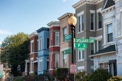 华盛顿特区住宅建筑学  五颜六色的连栋房屋 免版税图库摄影