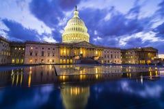 华盛顿特区的美国国会大厦在黄昏 免版税库存照片