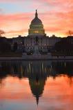 华盛顿特区,在一个红色黄昏的国会大厦大厦 库存图片