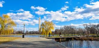 华盛顿特区,美国 从宪法庭院的华盛顿纪念碑 库存照片