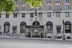 华盛顿特区, 2017年7月4日:从华盛顿哥伦比亚特区美国的历史建筑入口 免版税库存图片