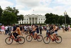 华盛顿特区, - 2018年6月02日:在白宫附近的人们,是 免版税库存图片