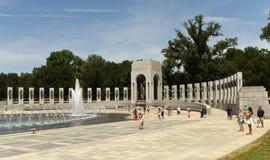 华盛顿特区, - 2018年6月01日:访客二战memori 免版税库存照片